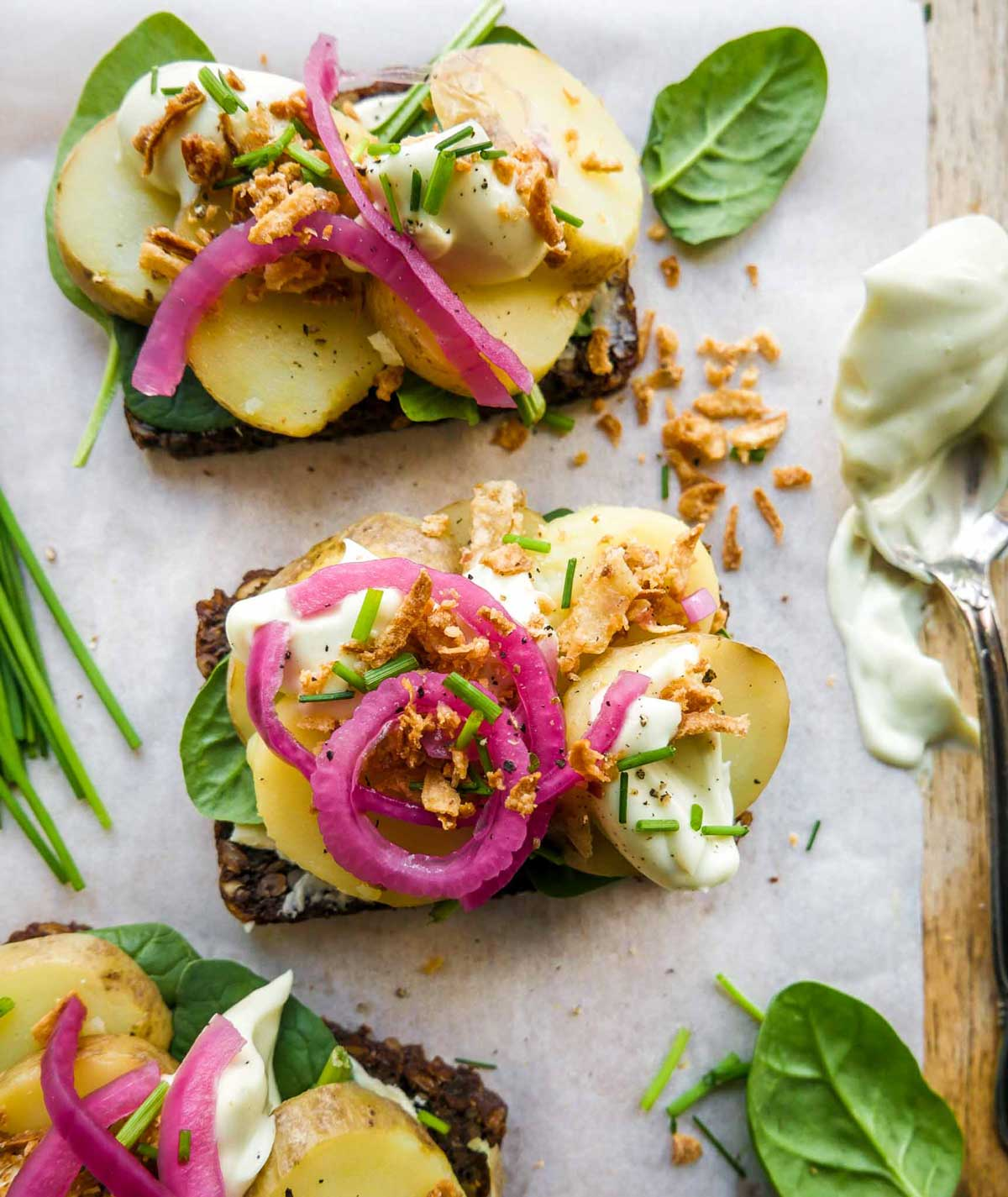 kartoffelmadder vegansk opskrift med ristede løg og mayo