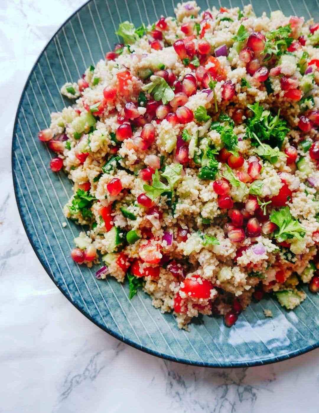 tabbouleh-salat en lækker salat med couscous