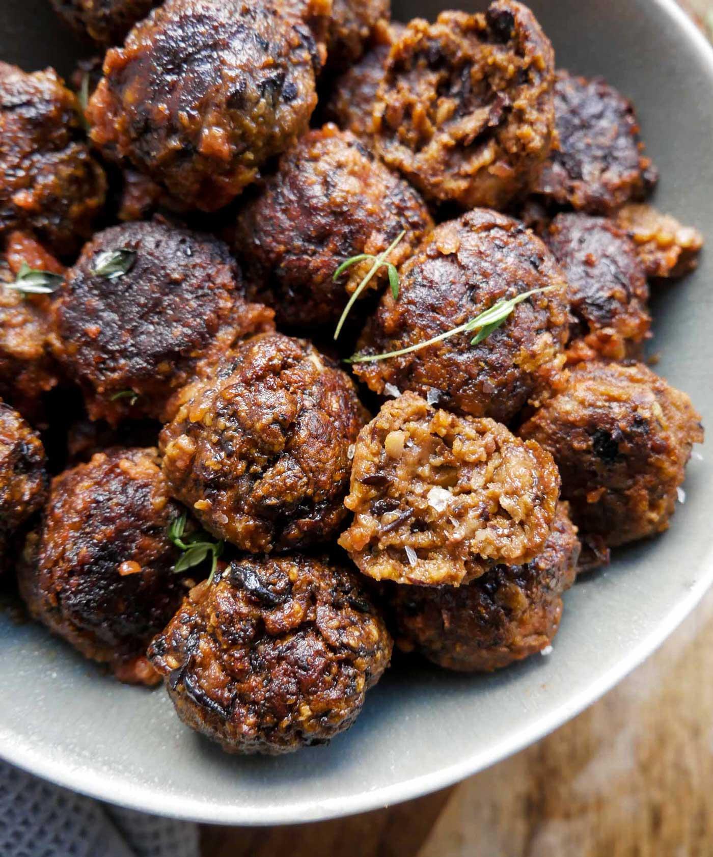veganske kødboller med sorte bønner