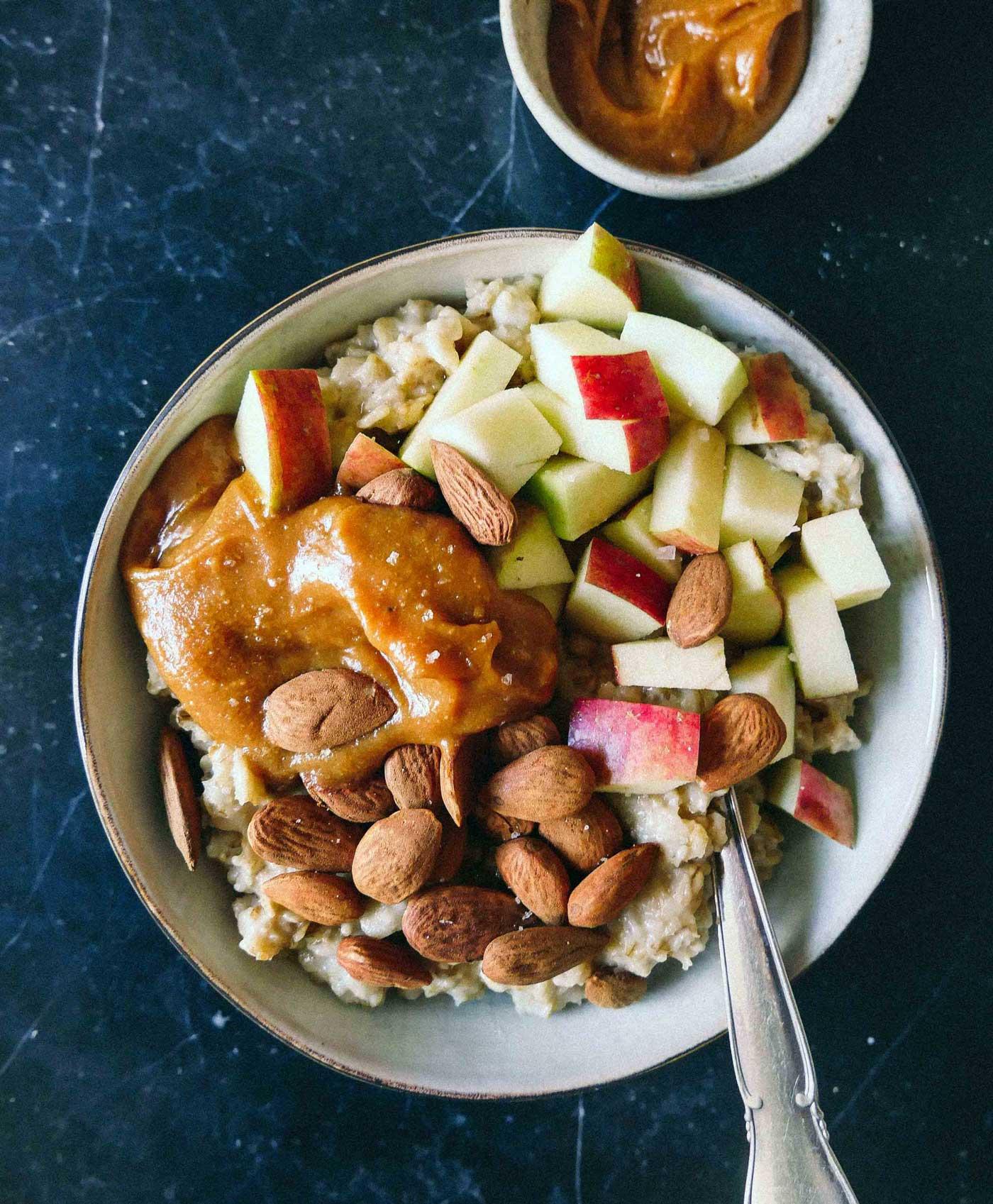havregrød med karamel og æble