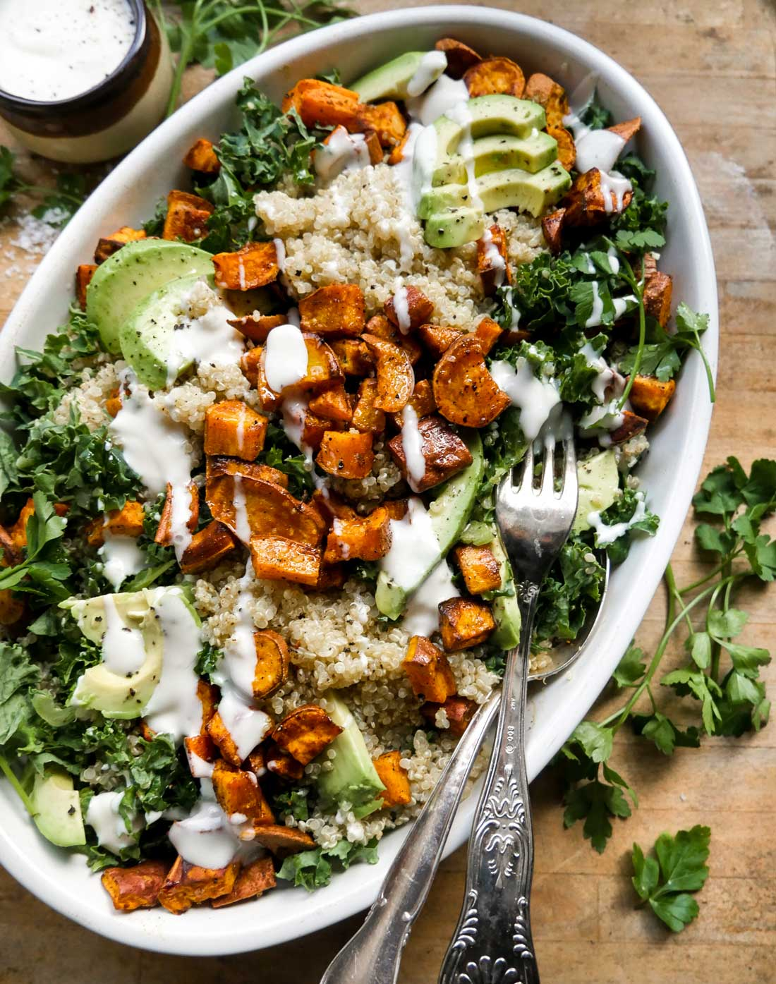 quinoasalat med grønkål og dressing