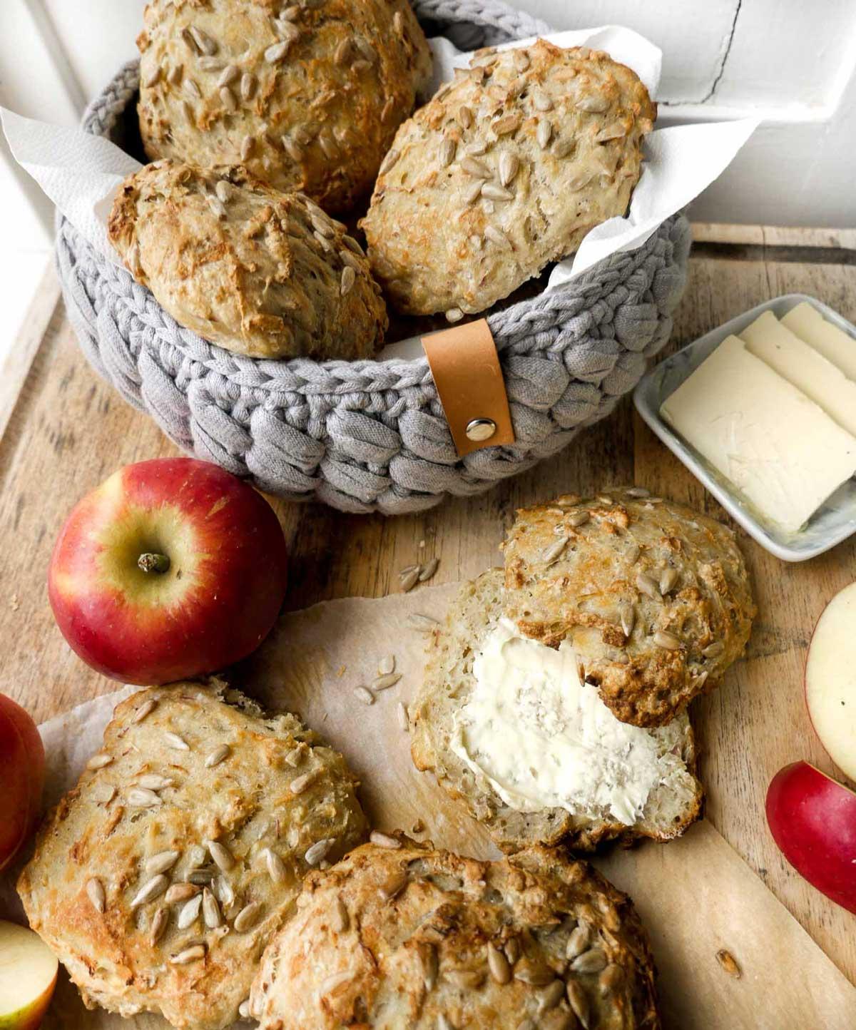 hjemmelavet brødkurv til æblebollerne