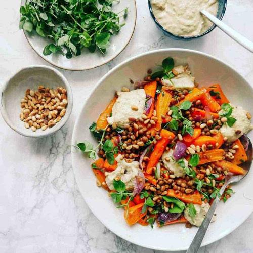nem salat med pinjekerner og gulerødder