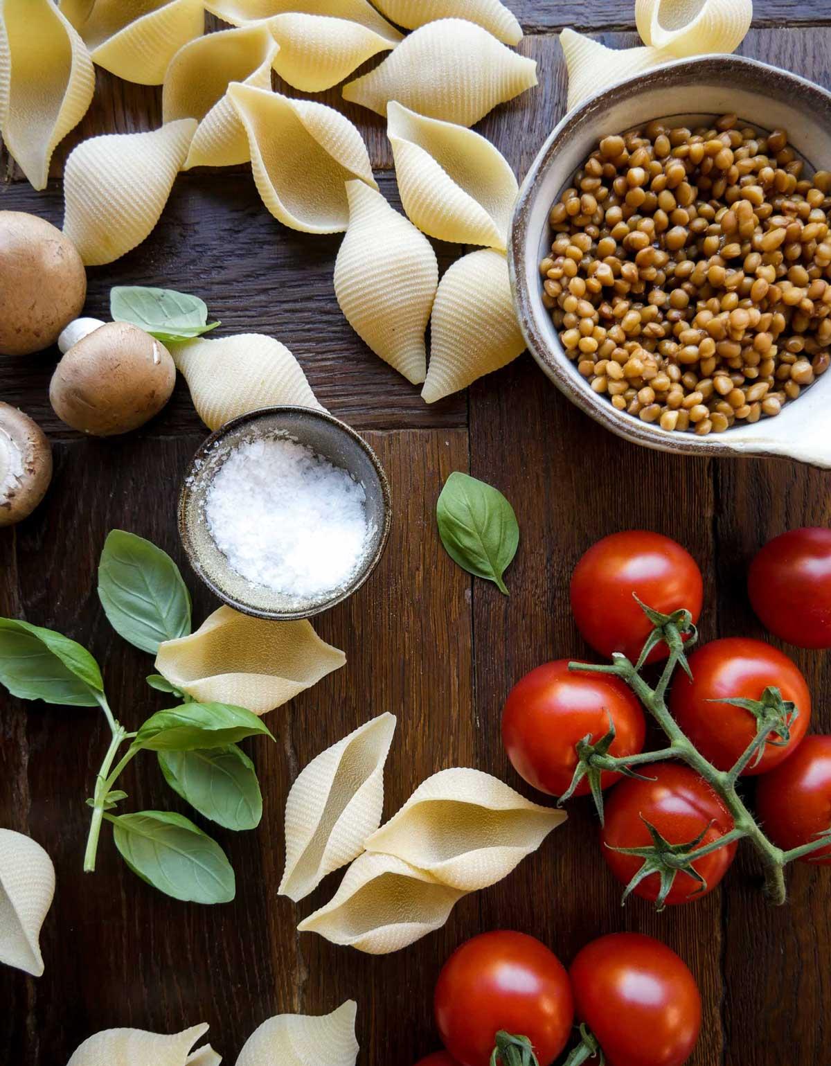 store pastaskaller konkylie pasta med grøntsager
