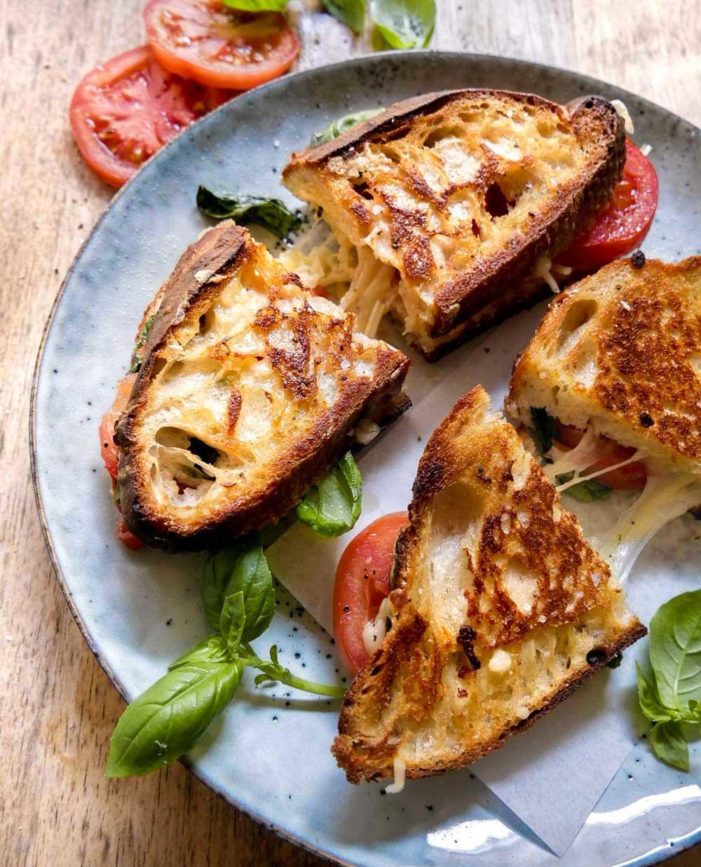 toast med tomat og ost grillet opskrift