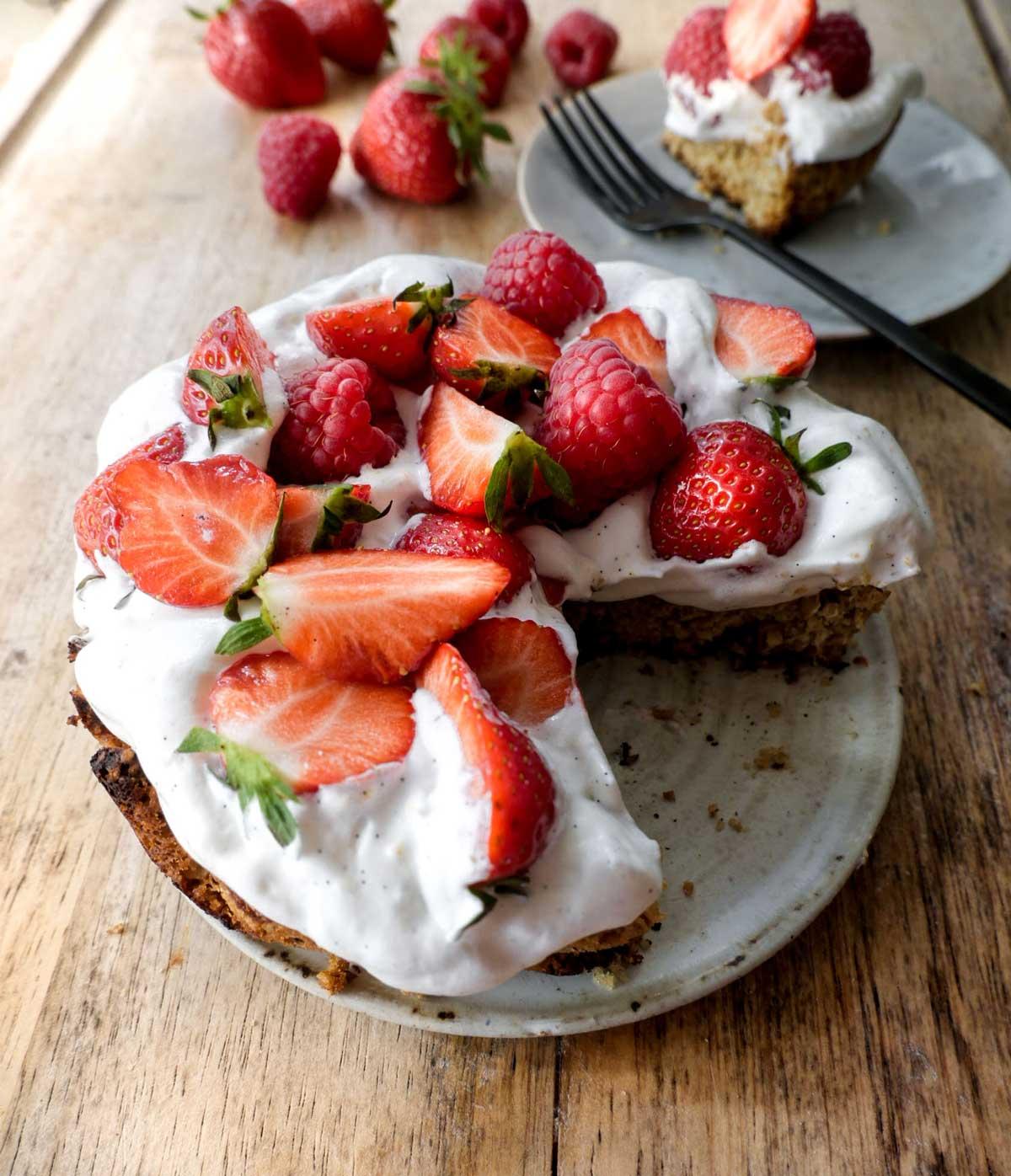 havretærte med creme vanilje og jordbær vegansk opskrift