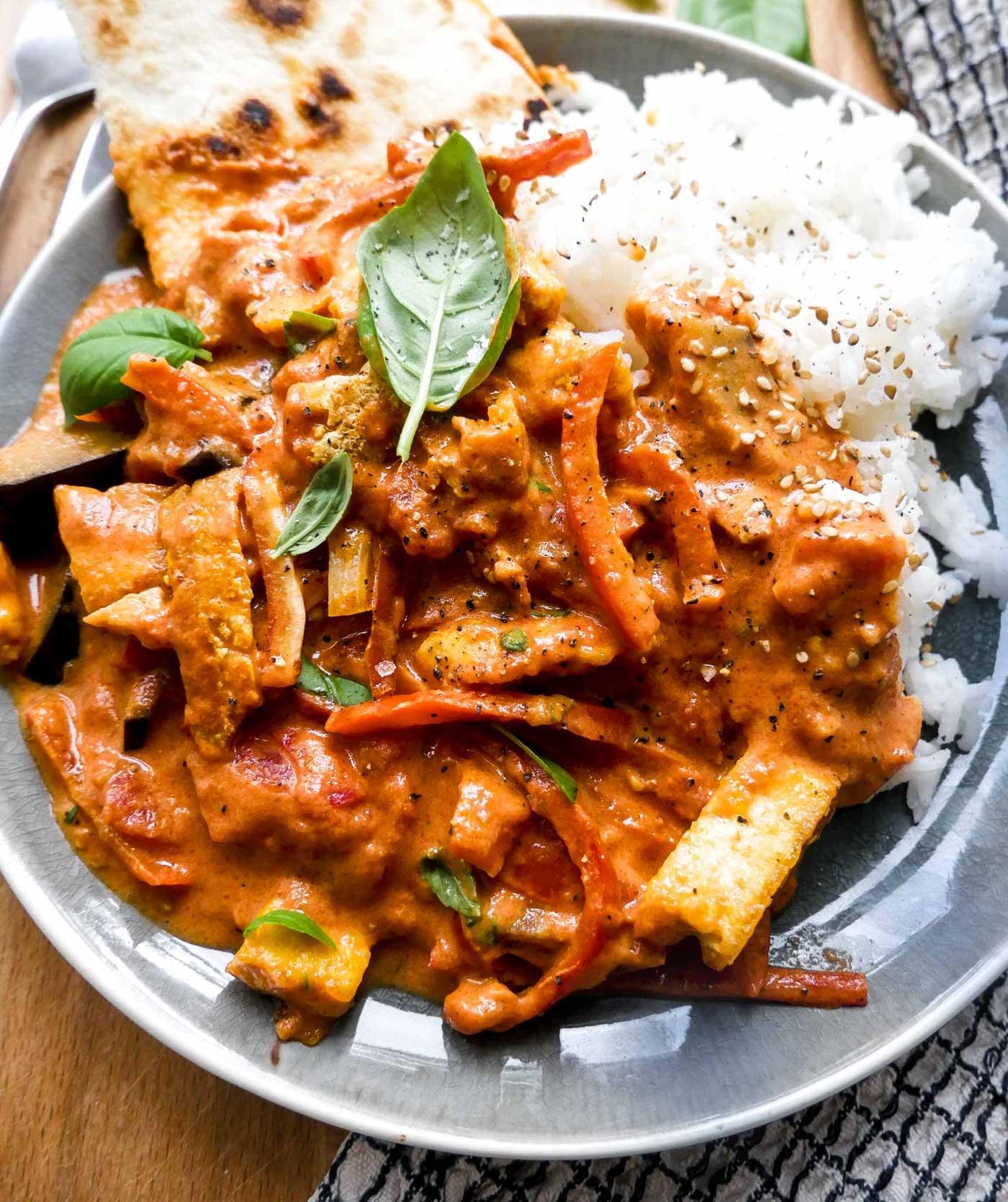 vegetar gryderet med grøntsager og tofu