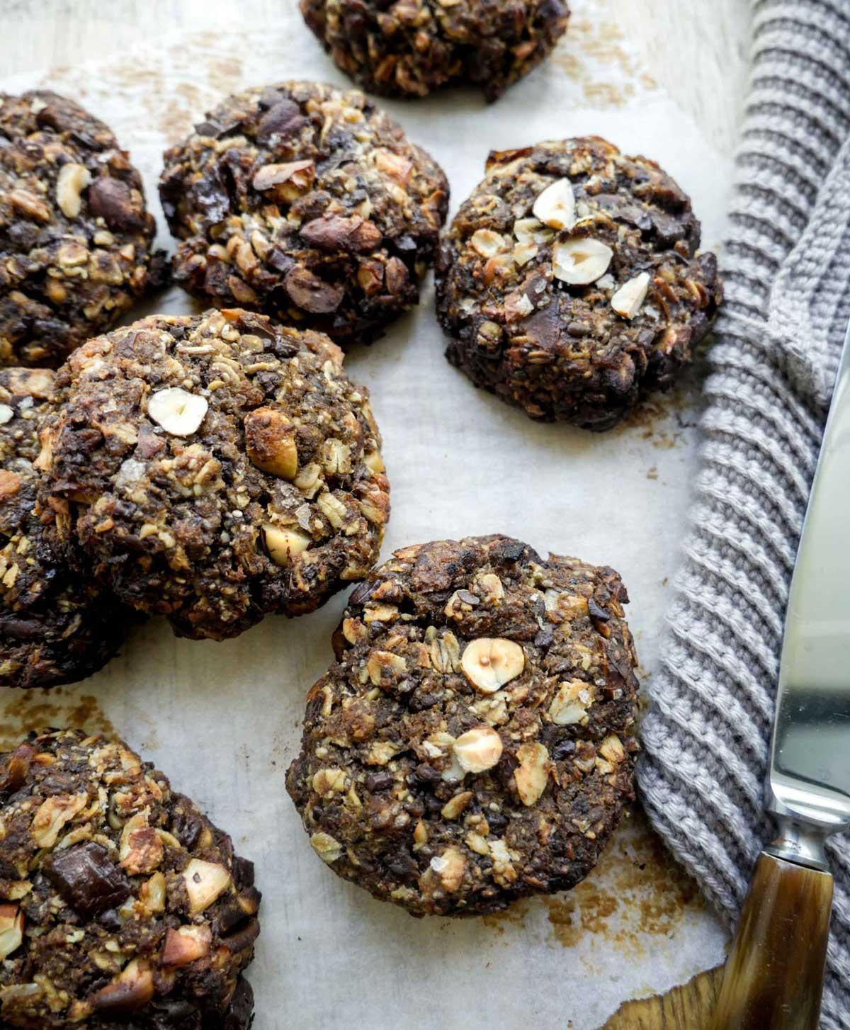 nemme sunde boller med chokolade og nødder en vegansk opskrift