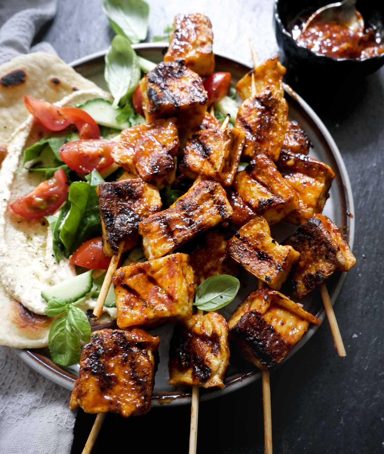 opskrift på vegansk grill aftensmad med sprød tofu