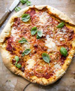 nem og hurtig opskrift på pizza margherita