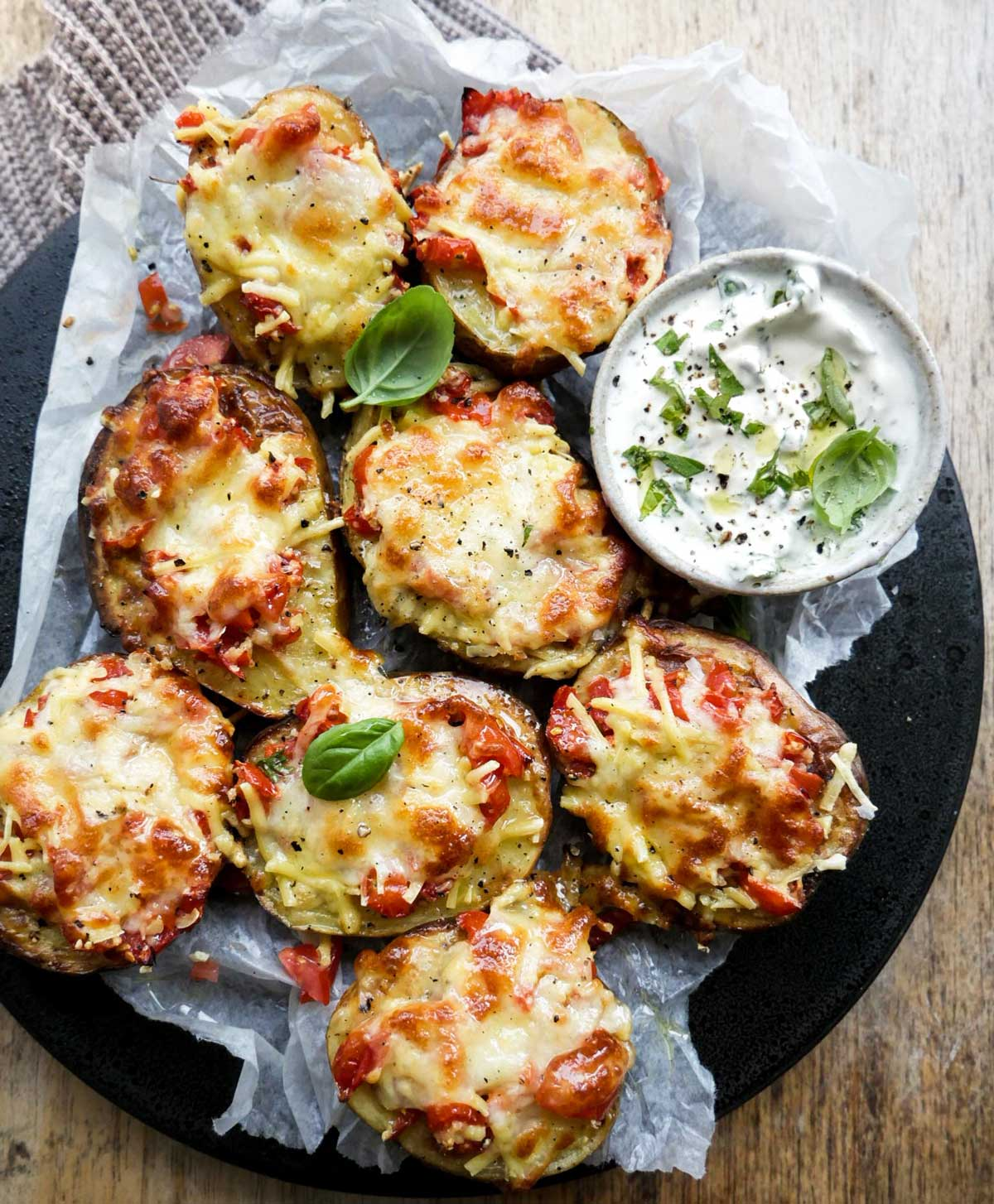 opskrift på kartoffel bruschetta med tomat og ost