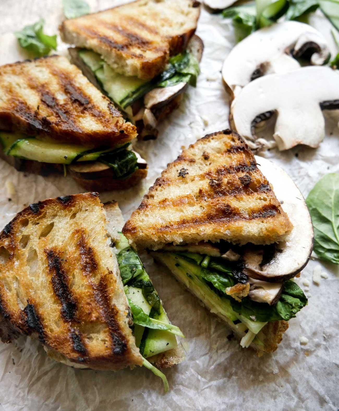 sund toast med champignon squash og spinat