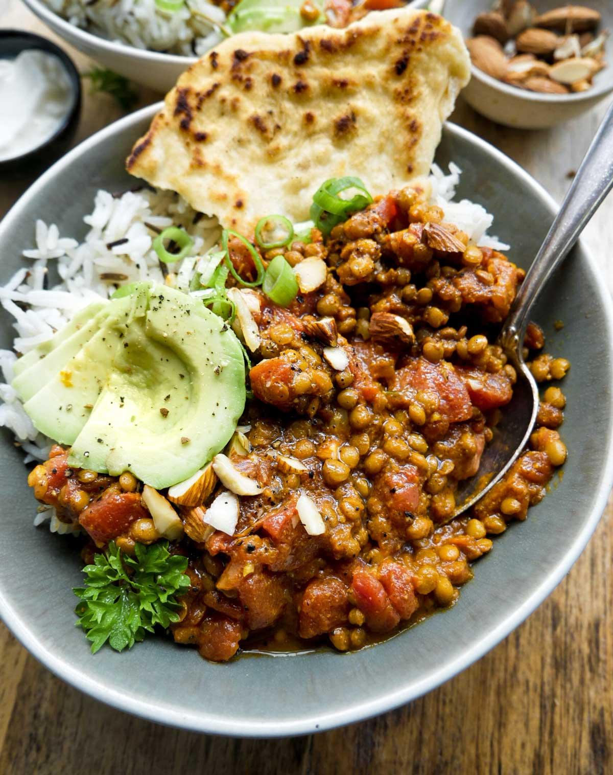 nem opskrift på indisk dahl med ris