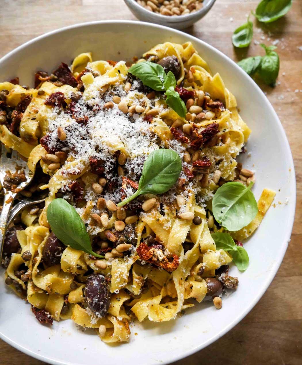 nem pastaopskrift med soltørrede tomater og linse fyld