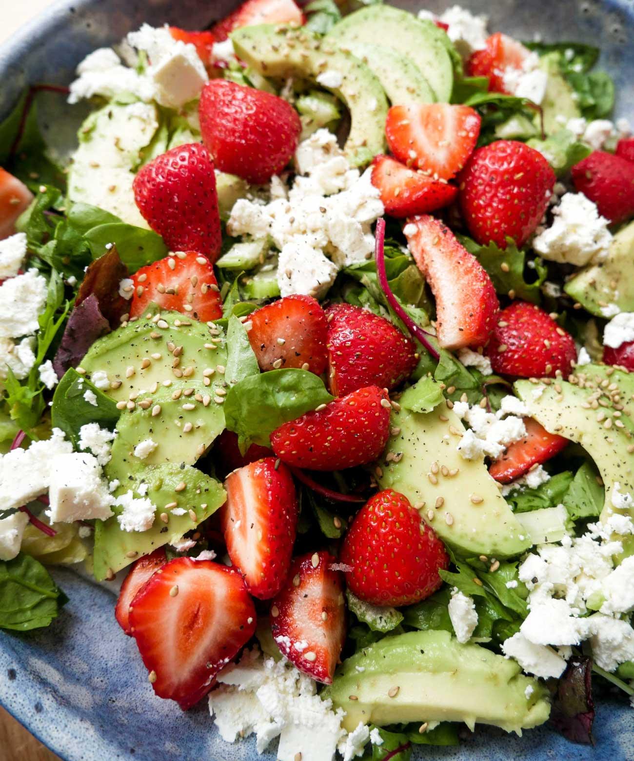 nem opskrift på salat med jordbær