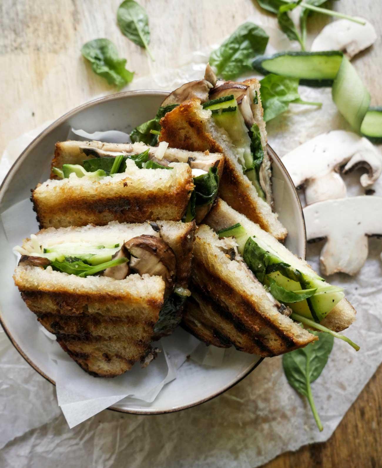 sunde toasts med grøntsager