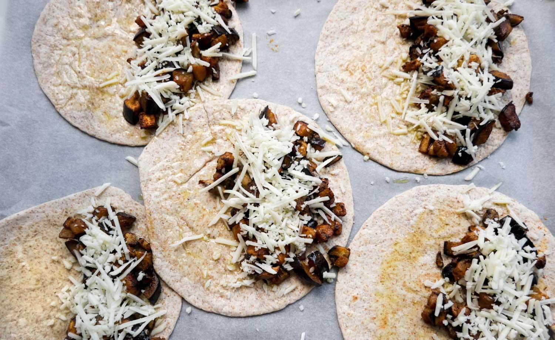 sådan laves mexicanske quesadillas med ost og fyld