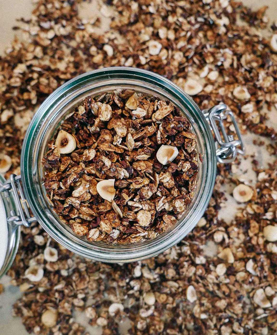 granola med chokolade opskrift med havregryn