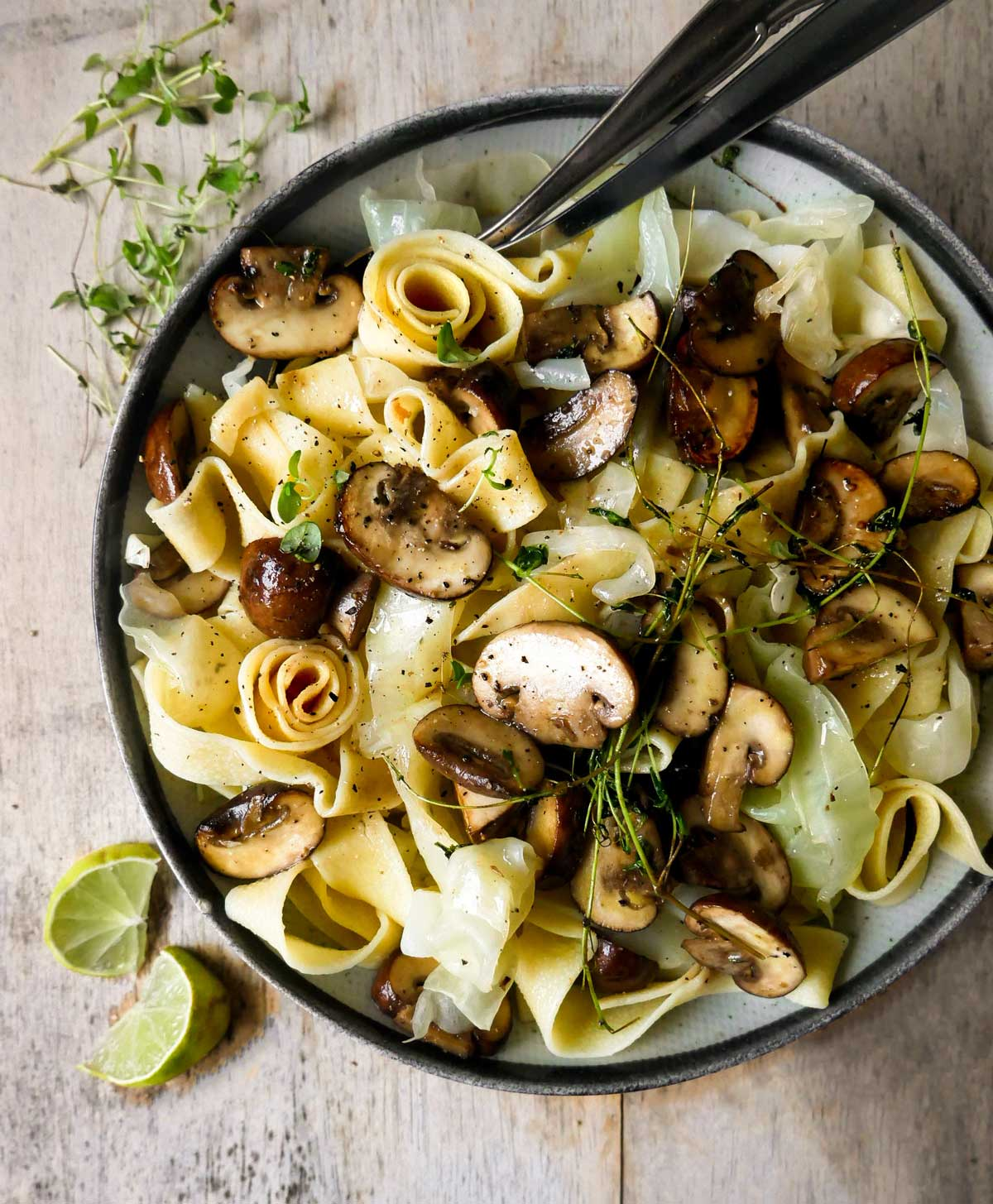 pasta med spidskål og svampe til aftensmad