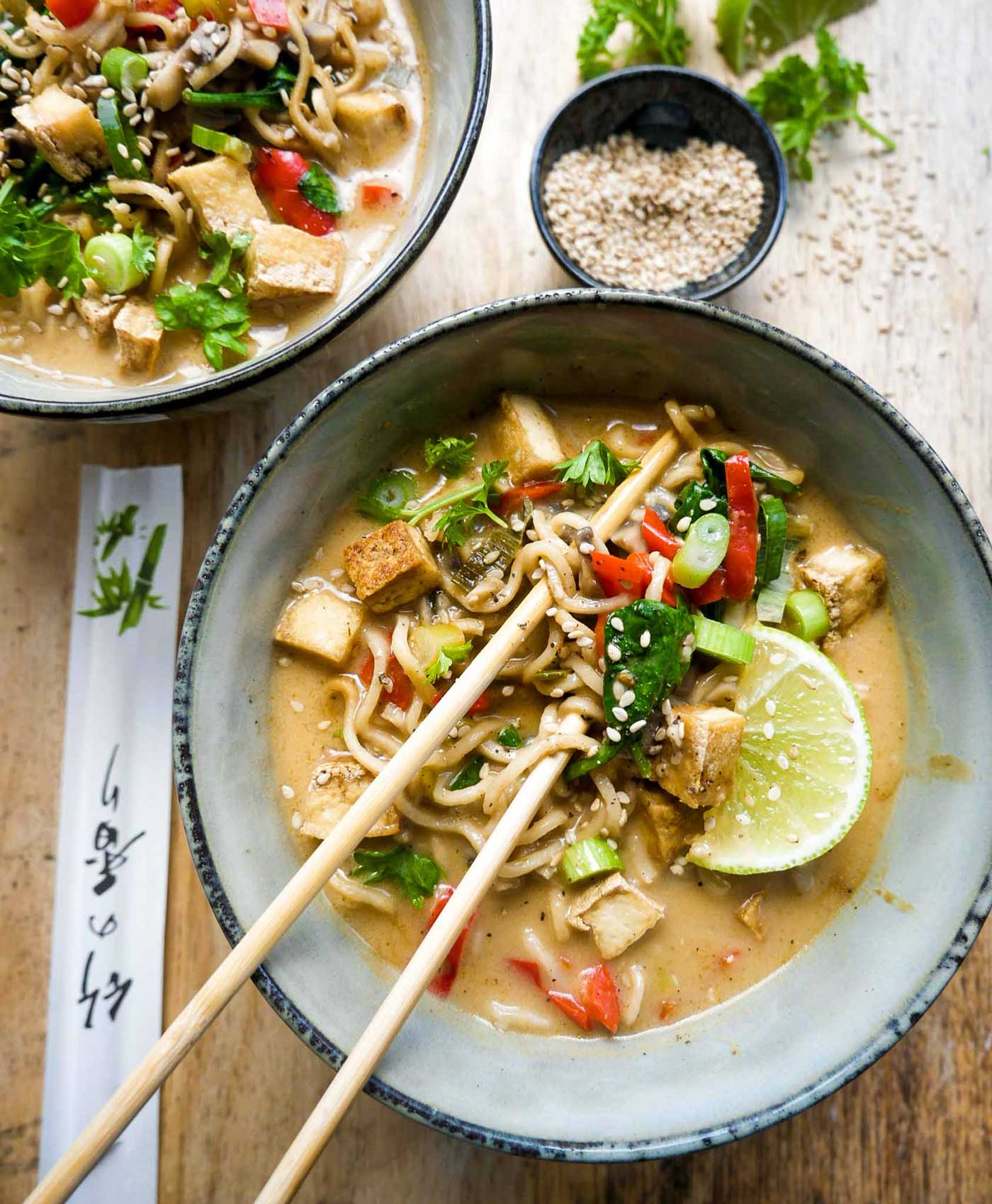 vegansk thai suppe med nudler