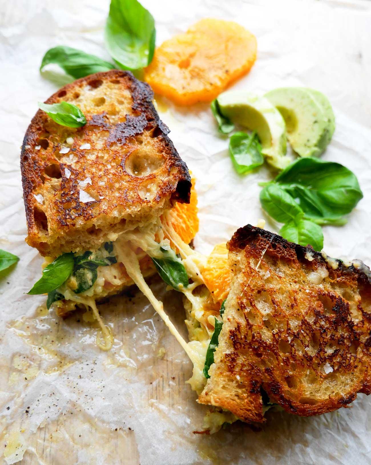 sprøde toasts med ost og appelsin