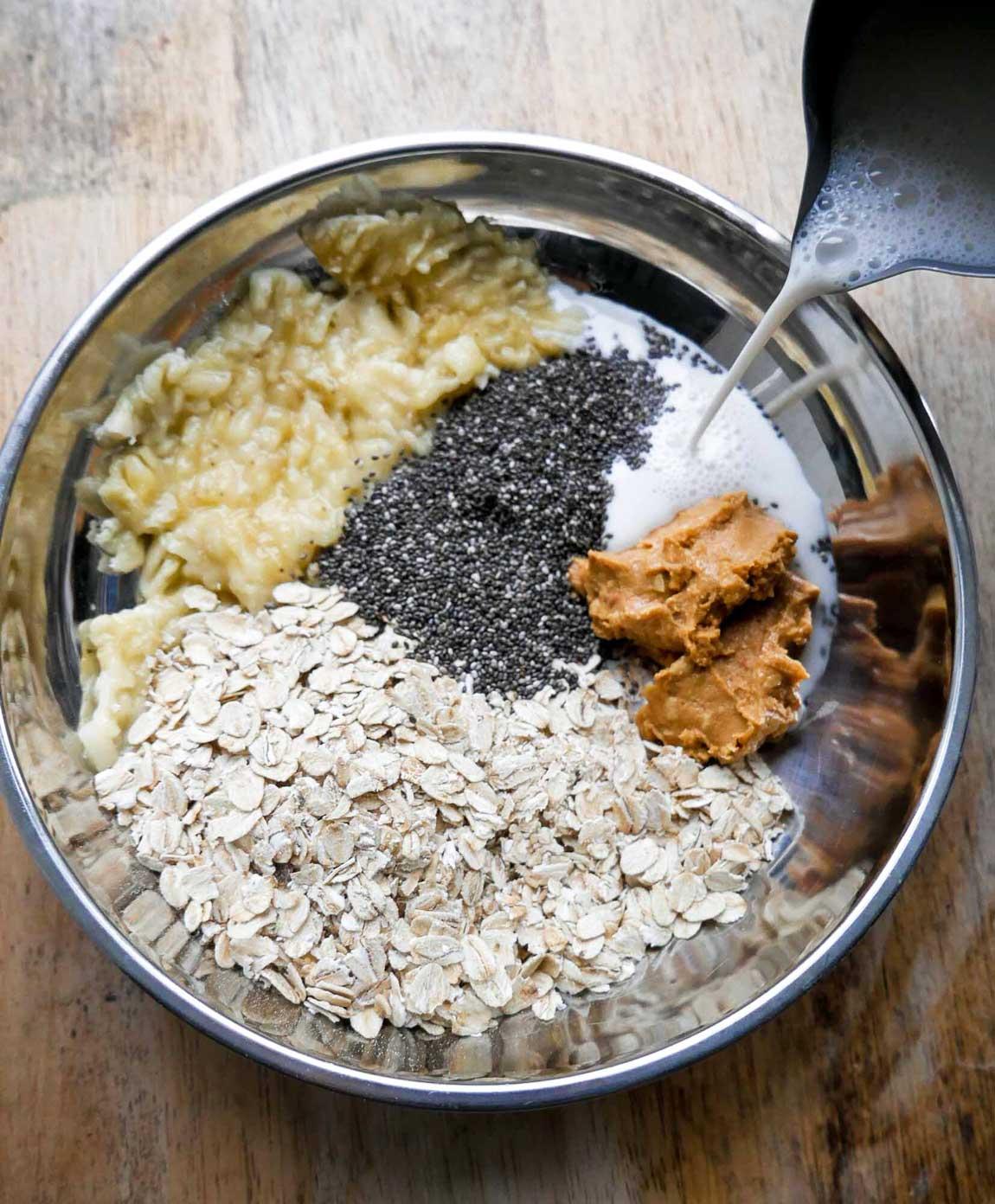 chiagrød med bananer, peanut butter og havregryn