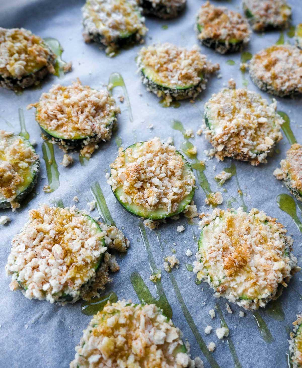 skiver af grøntsager med rasp bagt i ovn