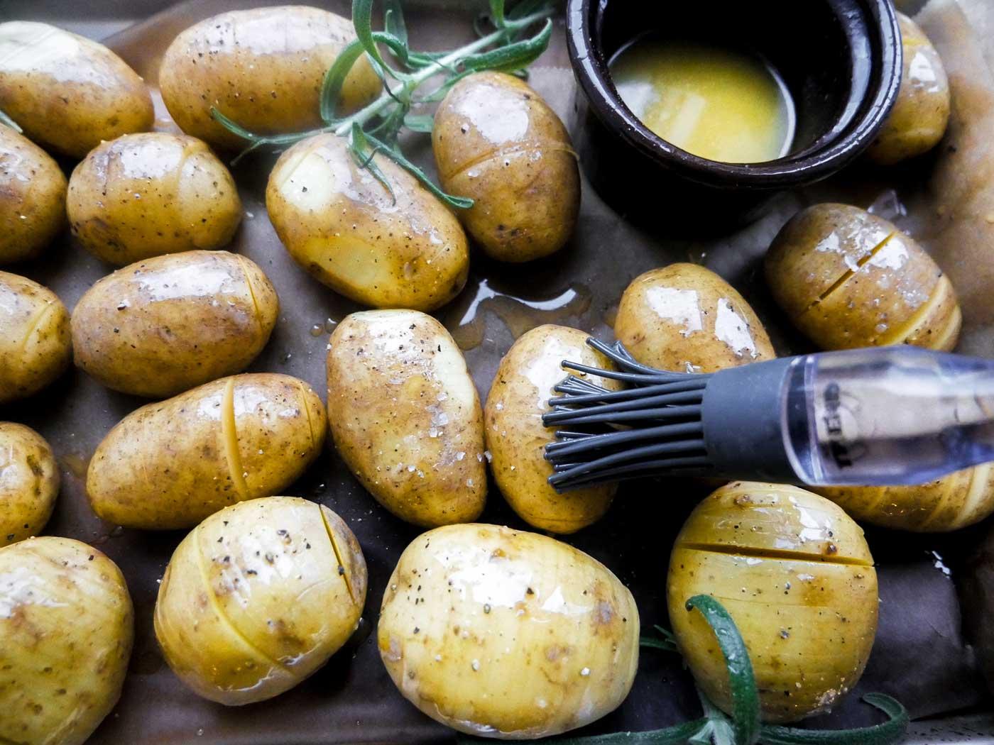 kartofler til hasselbagte i ovnen pensles