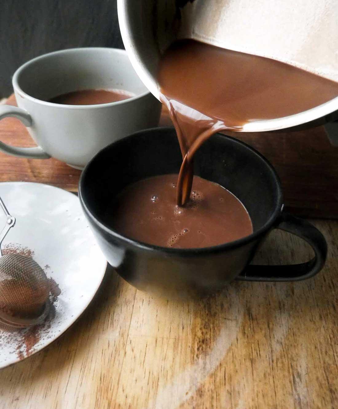 sådan laves varm kakao med havremælk eller mandelmælk