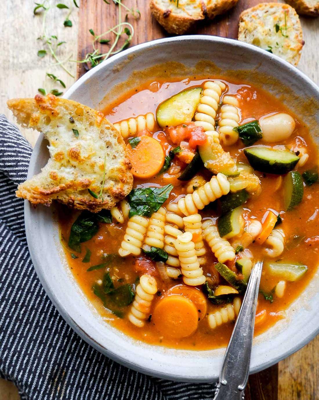 minestrone til vegetar og vegansk aftensmad