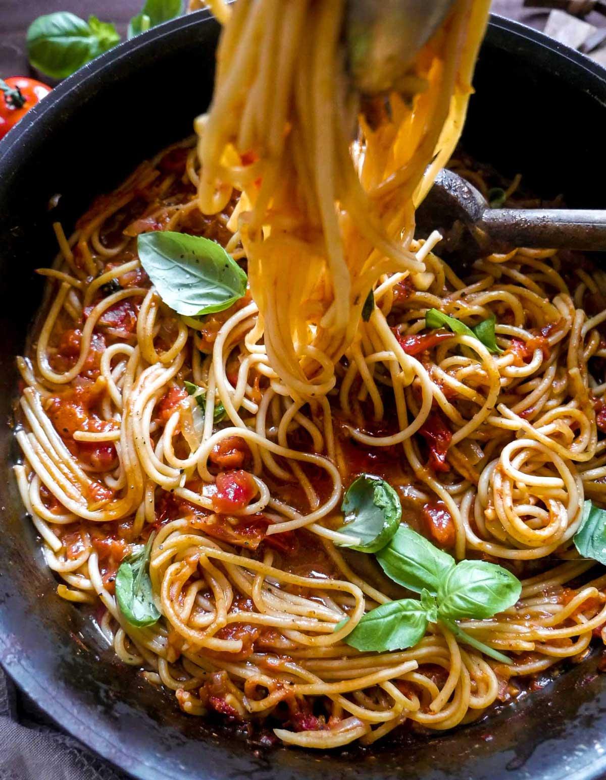 pasta med tomatsovs nem opskrift med tomater