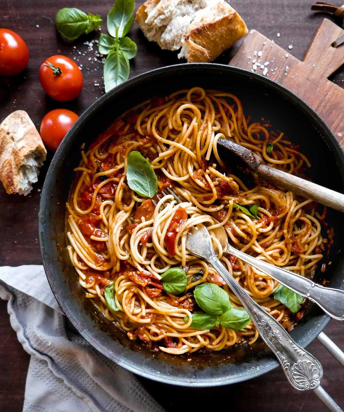pasta med tomatsovs opskrift til vegansk aftensmad