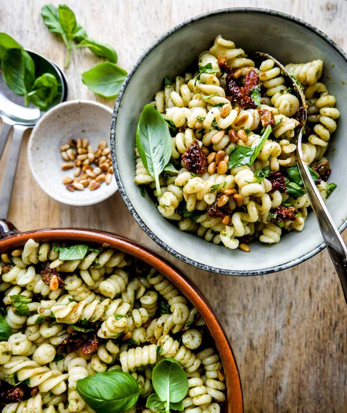 salat med pasta nem og hurtig opskrift