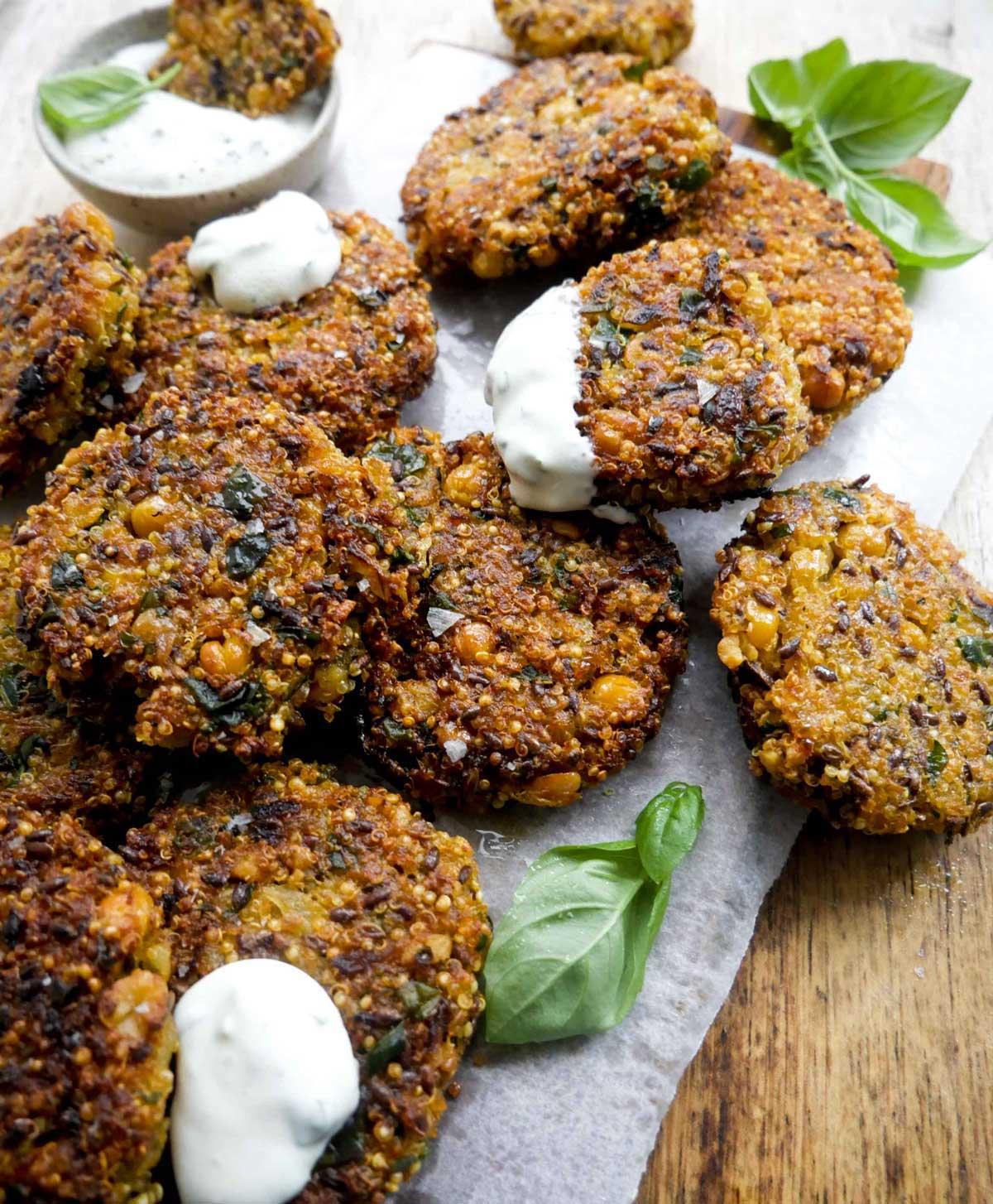 frikadeller med quinoa som tilbehør eller til salatskålen