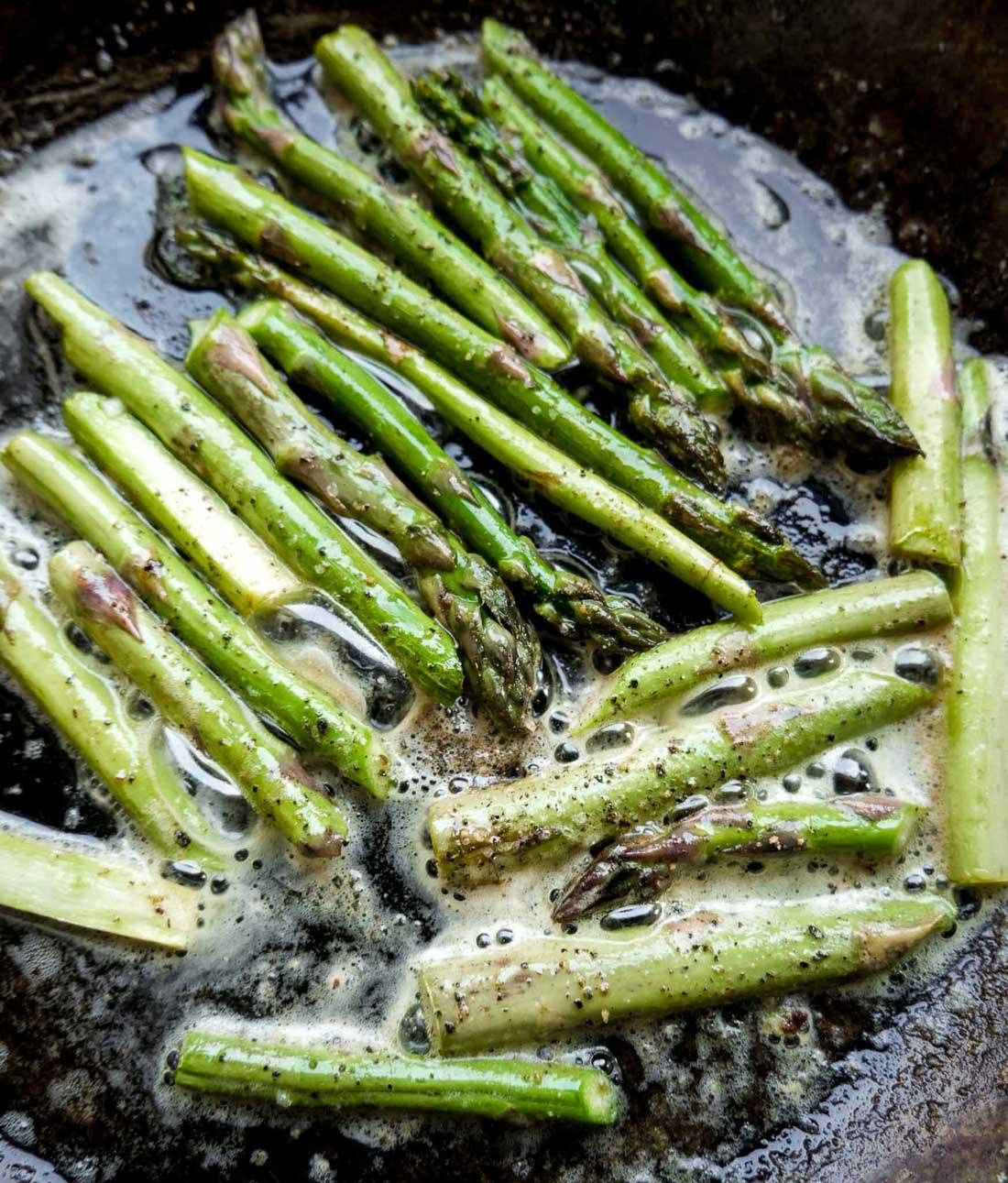 asparges på panden til salat