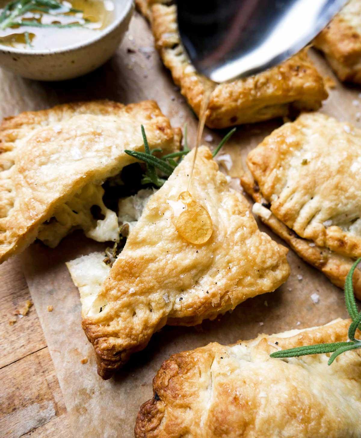 grøntsags butterdejspakke med spinat og ahorn sirup