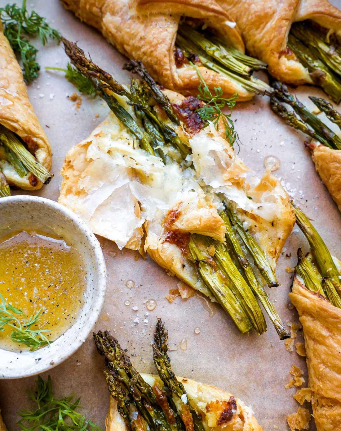 åben butterdej med ost og asparges