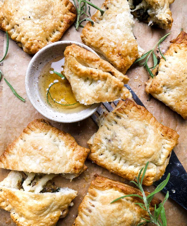 veganske butterdejspakker med spinat og grøntsager