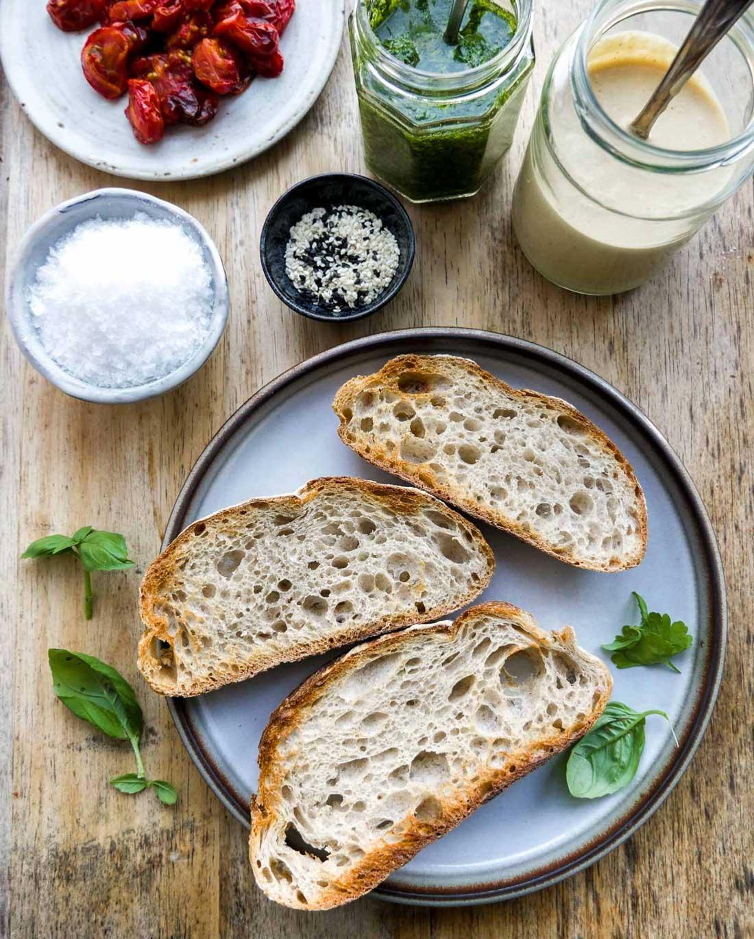 ristet brød med sunde ingredienser