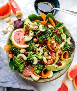 Salat med broccoli og gulerødder nem salatopskrift