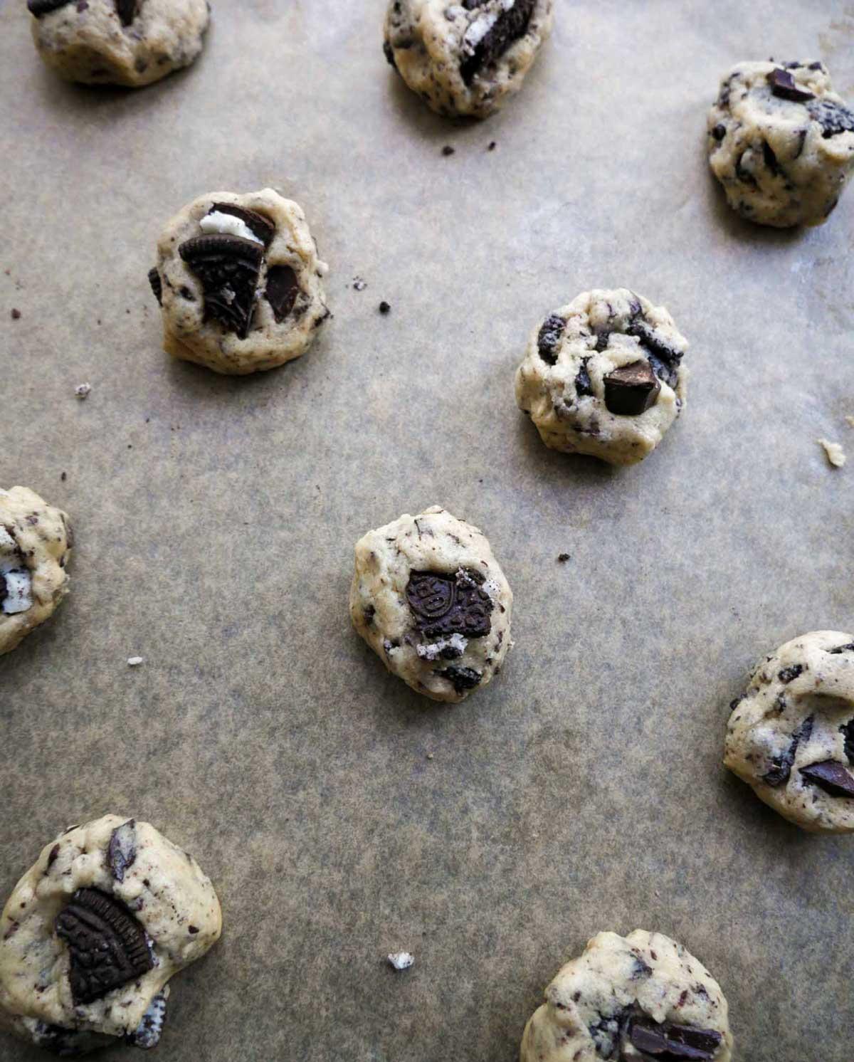 cookies formes og klar til bagning