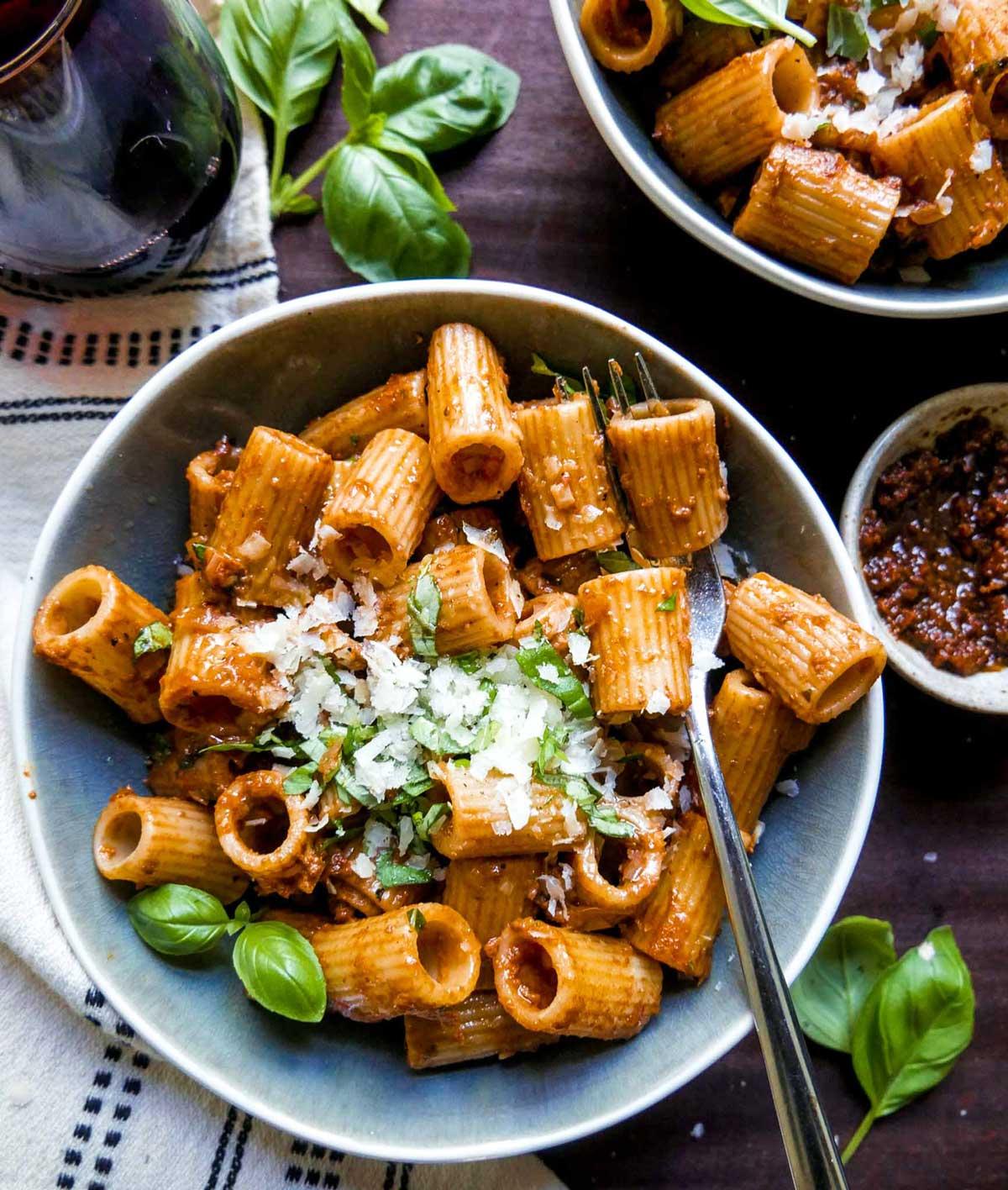 pasta med pesto nem opskrift til vegansk aftensmad