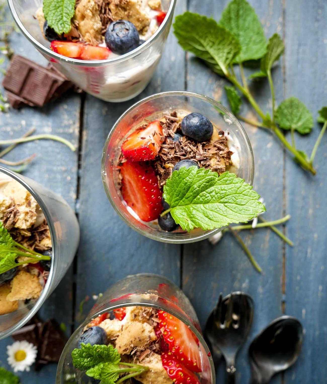 bær trifli opskrift med bær og chokolade