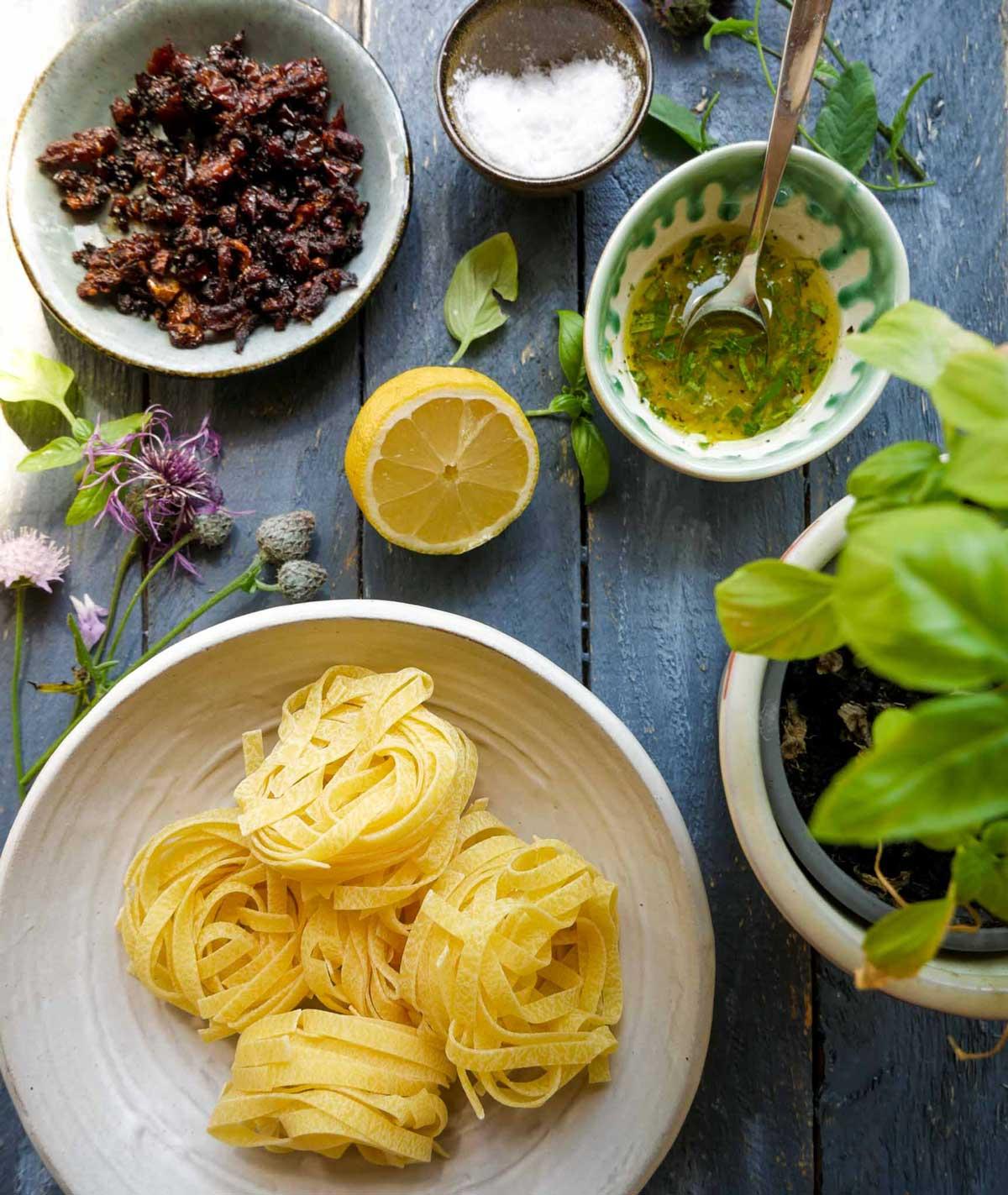 ingredienser til vegansk sommer carbonara