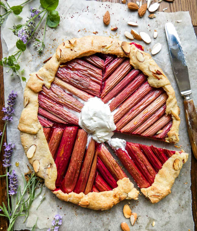 rabarbertærte og rabarberkage opskrift med rabarber