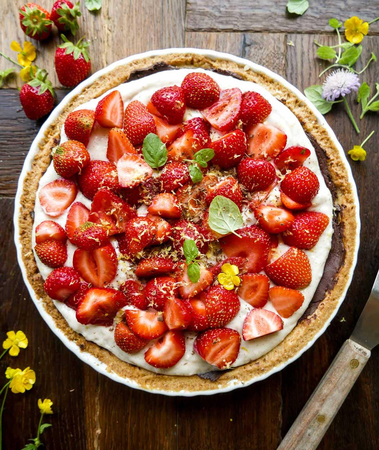 bedste opskrift på vegansk jordbærtærte med marcipan og mazarinmasse