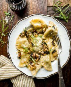hjemmelavet vegansk ravioli opskrift med spinat og svampe